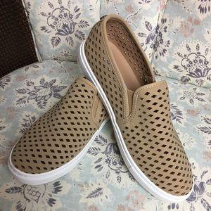 Steve Madden size 8.5 - 38.5 tan slip on shoes